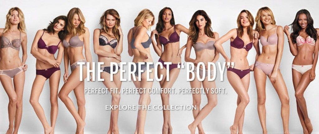 """10 mannequins femmes très minces posent en culotte et soutien-gorge pour la marque Victoria Secret, avec le slogan """"The Perfect 'Body'""""."""