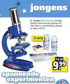 Speelgoedmicroscoop, met aanduiding 'jongens' op een lichtblauwe achtergrond.