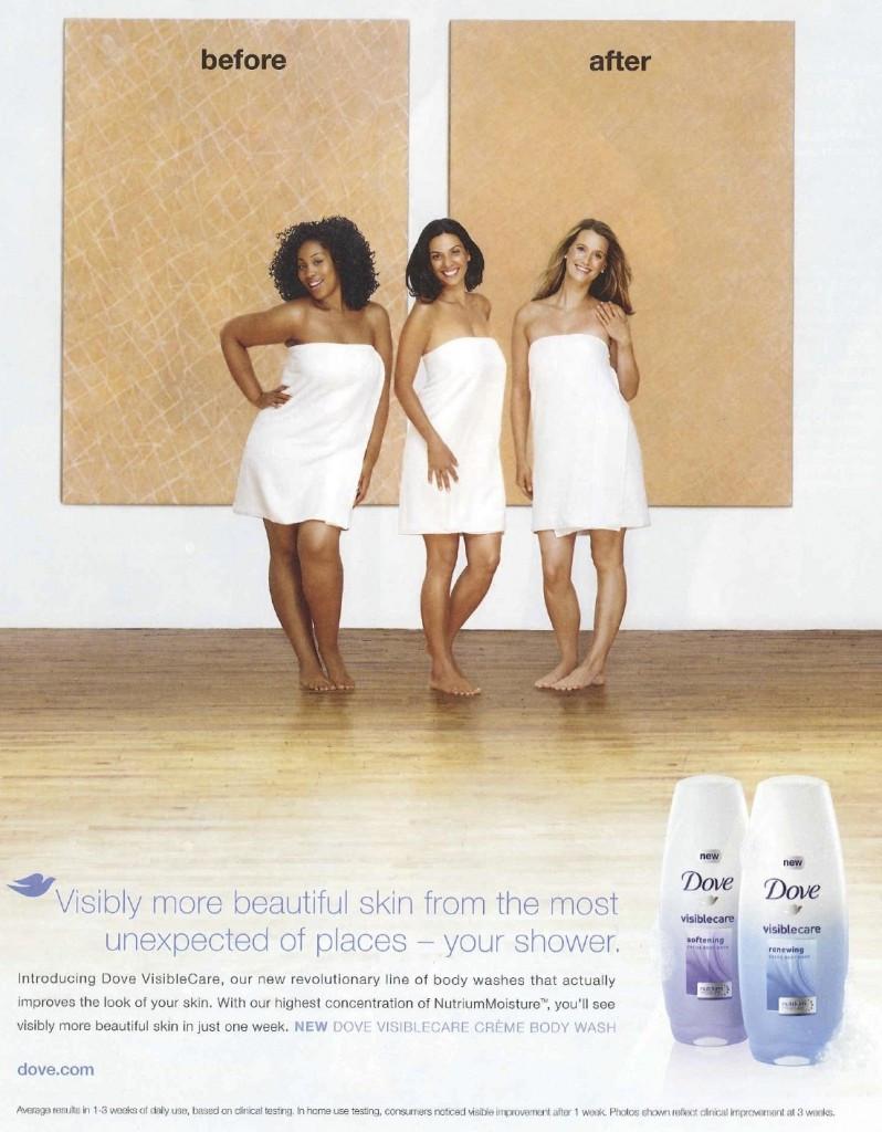 Een advertentie voor een lichaamsverzorgingsproduct. In beeld zijn drie jonge vrouwen, gedrappeerd in een witte badhanddoek, met op de achtergrond twee borden. Op het linkse bord lezen we 'voor', op het rechts bord 'na'. De zwarte vrouw staat voor het bord 'voor', de witte vrouw voor het bord 'na'. De bruine vrouw staat in het midden.