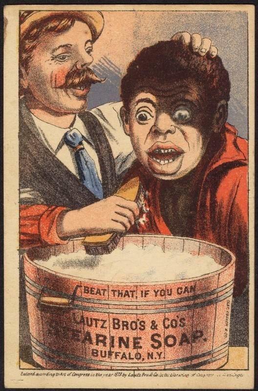 Een advertentie voor een zeepproduct, ca 1870-1900. In beeld: een witte man houdt een zwarte man boven een wastobbe en schrobt zijn gezicht wit. uit
