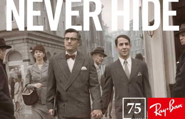 """Reclame voor Rayban. In beeld twee homo s in maatpak. Ze lopen hand in hand over straat. De slogan luidt: """"Never hide""""."""